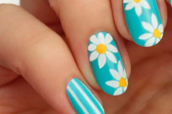 Diseño de uñas margarita